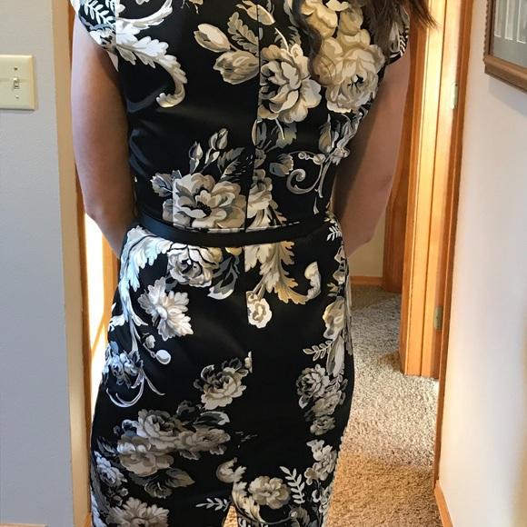 White House Black Market Dresses & Skirts - White House Black Market Floral dress